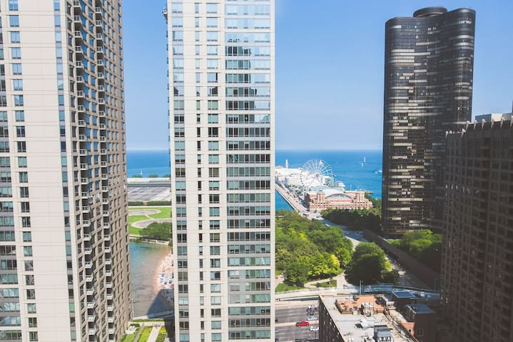 PRIVATE & SAFE |PARKING IN BLDG | Ultimate 3BR Luxury Suite near Navy Pier  with Gym & Pool by ENVITAE