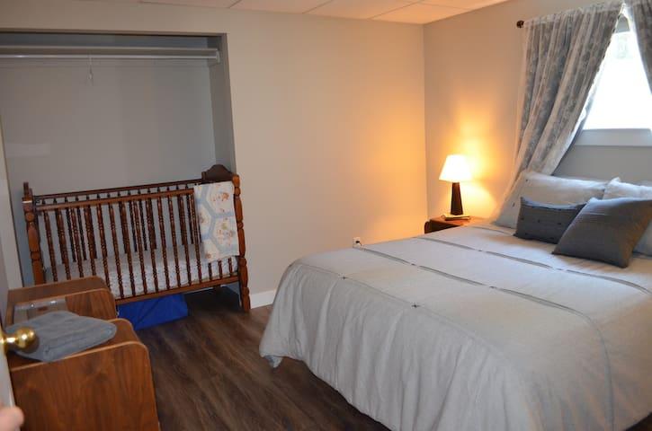 Bedroom 4 - Queen bed and baby crib.