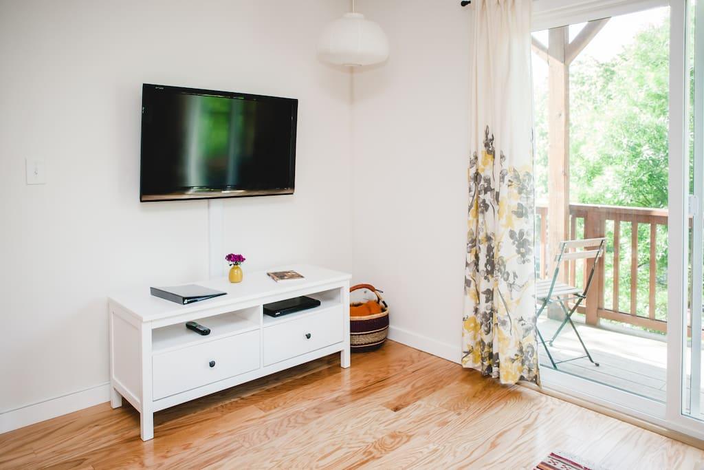 Living room had a tv