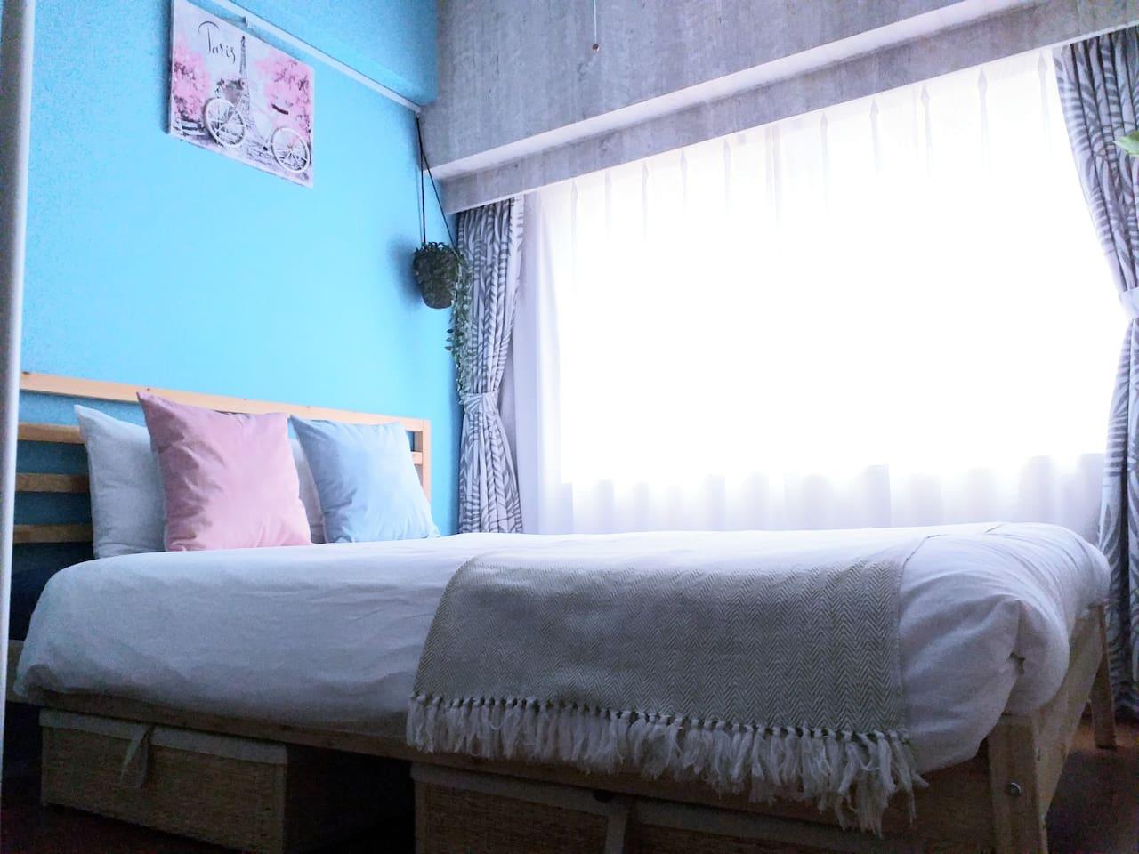 软硬适中的舒适床垫,标准双人床尺寸140cm*200cm Comfortable mattress with moderate hardness, standard double bed size 140cm * 200cm
