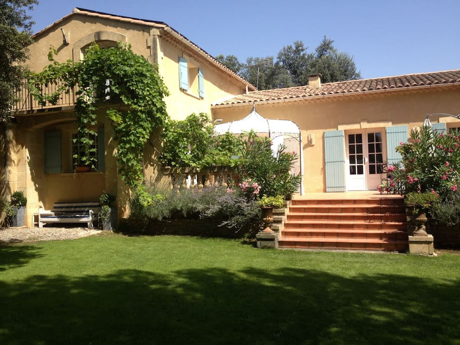Chambre d 39 h tes au pont du gard bed and breakfasts for for Chambre d hotes languedoc