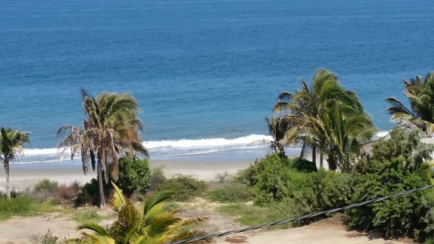 Dormitorio múltiple en Playa Las Pocitas, Máncora.