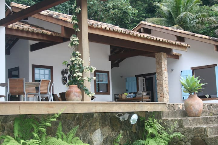 Colonial house with 400 mt private beach at Paraty