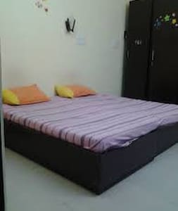 Budget Stay in Laxminagar Delhi...Youll love it.. - House