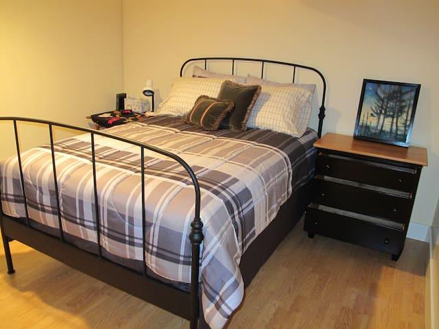 Private suite in Phinney Ridge home