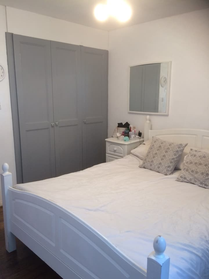 Close to Heathrow airport and twickenham rugby