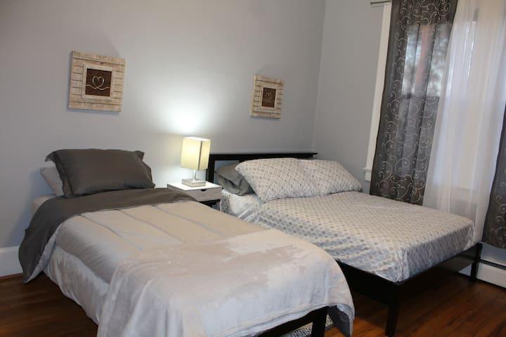 bedroom 2 w/ 1 full & 1 single bed