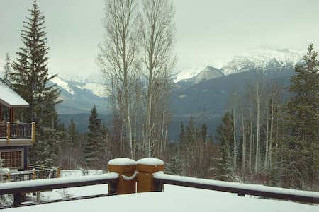 Hot-tub view & Champagne skiing ! - Golden