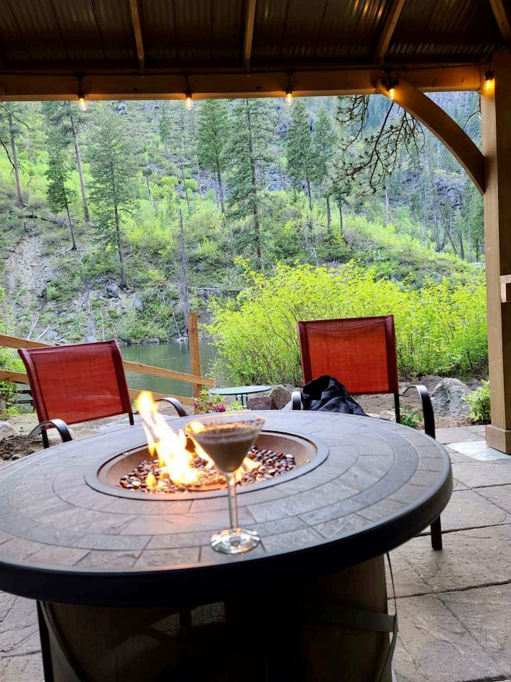 Tumwater canyon cabin on the Wenatchee river