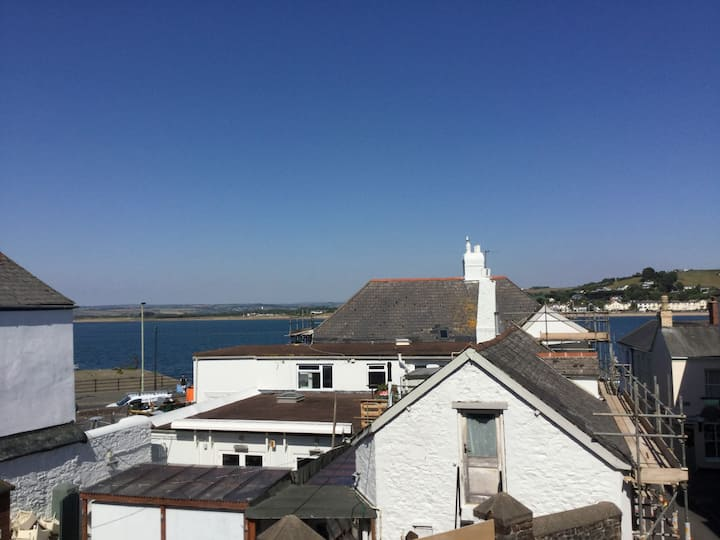 Grade II listed cottage by Appledore's quayside.