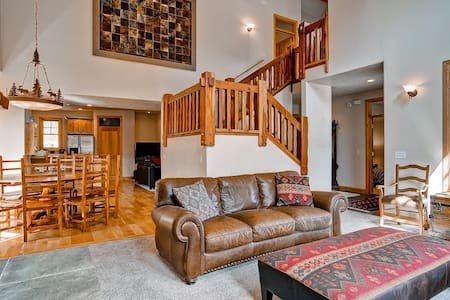 5 BR Private Home - Walk to Main St