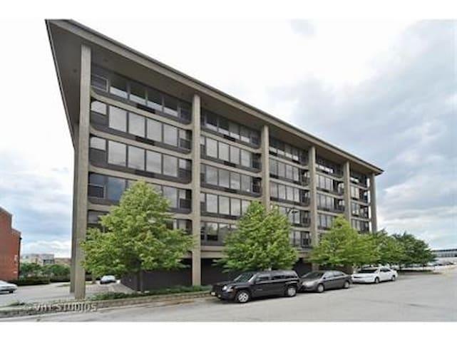 South Loop/ McCormick Apartment