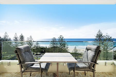 Burleigh Heads Private 2 Bed Ocean View