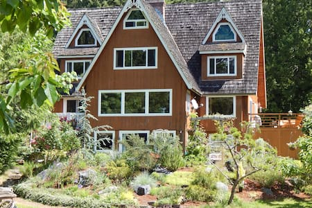 GREEN CAT GUEST HOUSE sleeps 12  Poulsbo Charm! - Poulsbo