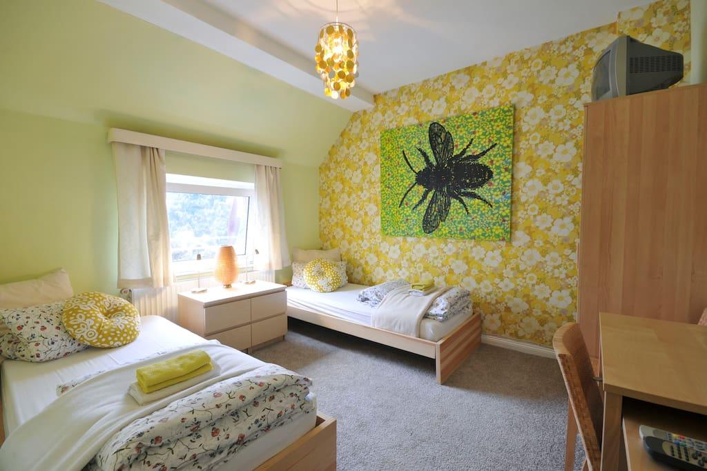 Einzelbetten / Raum-Gelb Schlafzimmer 1