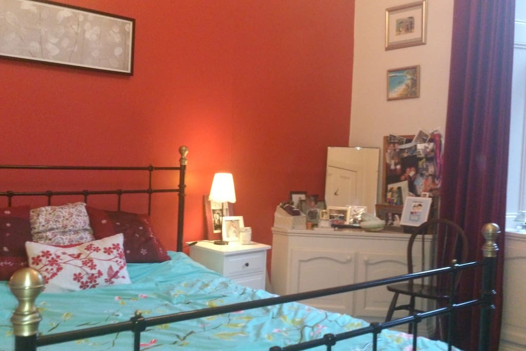 Very comfortable King Size bed.  Lovely views to the rear, south facing garden, mature trees and church with spire.