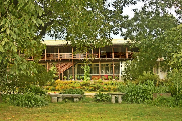 Johnsons Orchard 9 bed Guesthouse - Raison, Kullu Manali - 獨棟