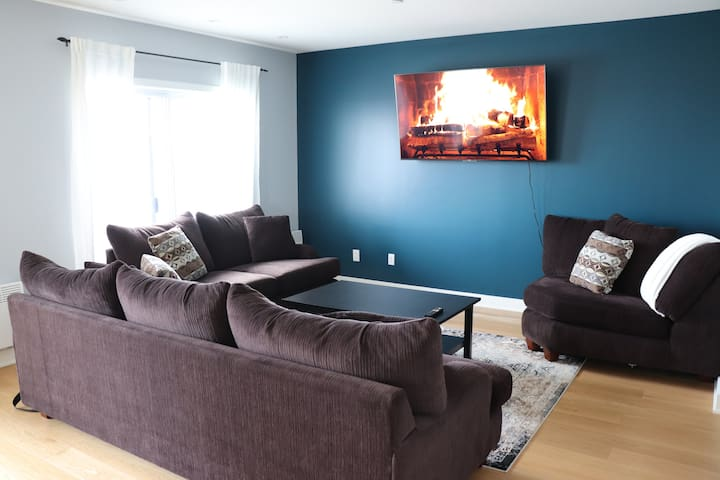 BEST VIEW IN LAVAL/COZY PENTHOUSE/PLACEBELL/METRO