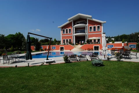 Luxe villa met 3 verdiepingen en zwembad - Gazitepe, Silivri