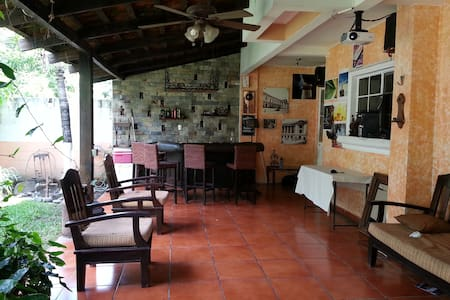 NICE FAMILY HOUSE - Opico - Bed & Breakfast