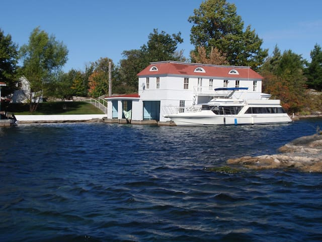 Island Boathouse Apartment & Dock - Alexandria Bay - Ada