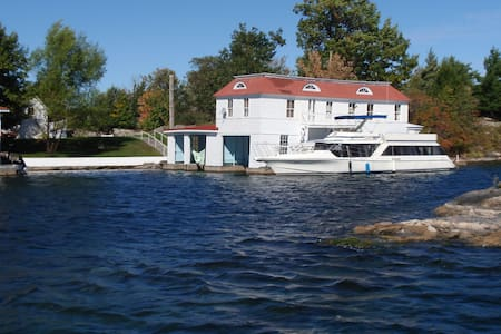 Island Boathouse Apartment & Dock - Alexandria Bay - Island