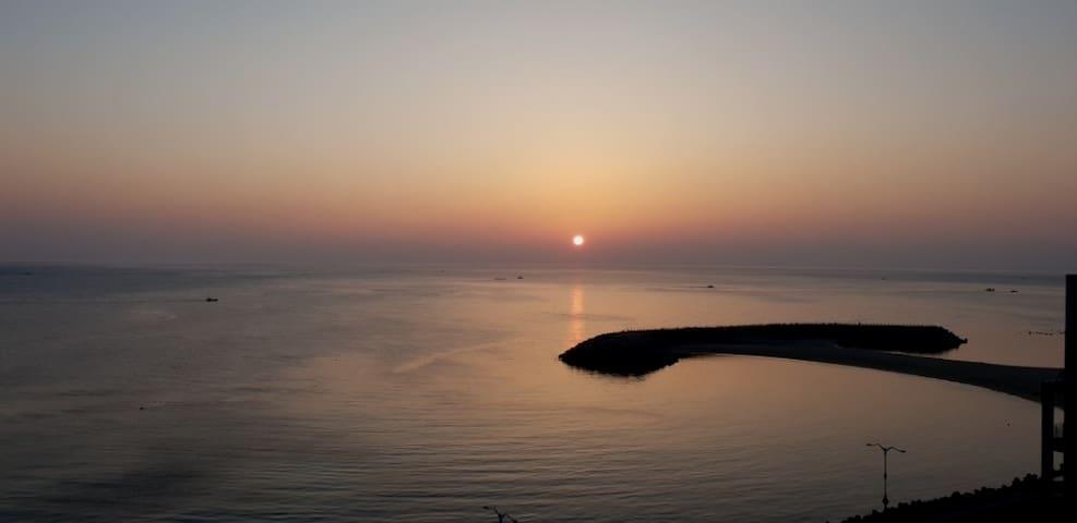 1#프라이빗비치#속초#바다위에 누워 파도소리를 들으며 잠이드는 곳.....(Netflix)