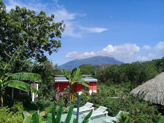 Bungalow mountain view + priv.bath +wifi.