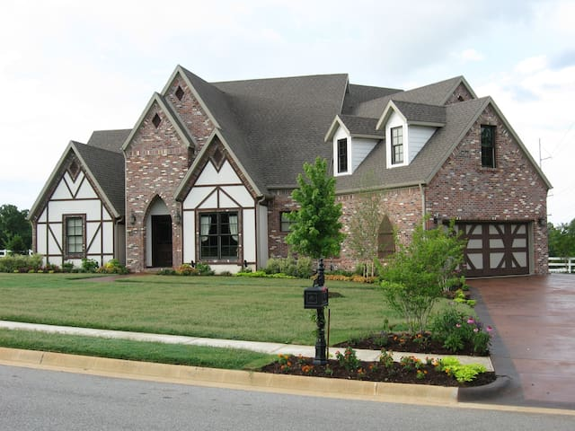Builder's Personal Custom Home - Fayetteville - Casa
