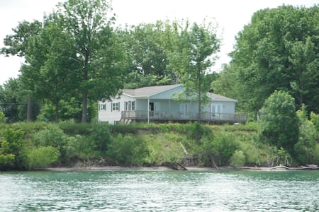 House on the shores of Lake Ontario - Youngstown
