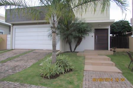 Quarto em condomínio fechado  - Cuiabá - House