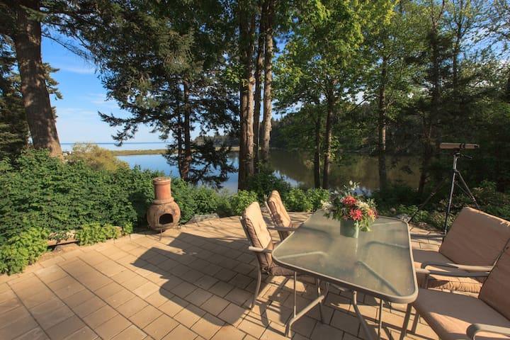 Beachwood Cottage, quiet waterfront