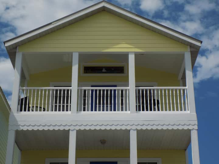 Marigold House in the Center of Cedar Key!