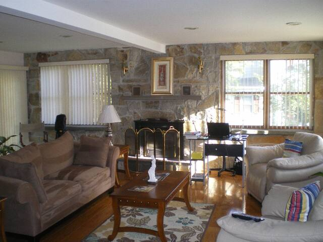 Spaciously Beautiful Updated Rooms - Norwood - Bed & Breakfast