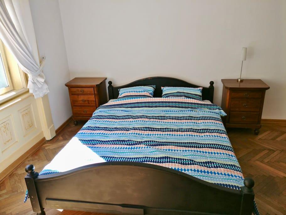 Sleeping area in secondary bedroom
