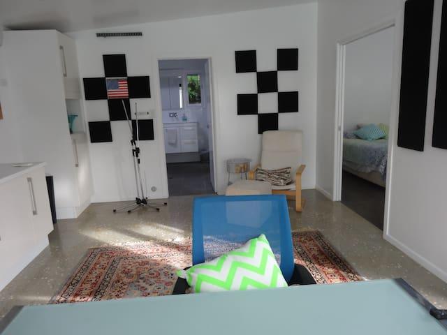 Pool Studio Oasis - Clayfield - Lägenhet