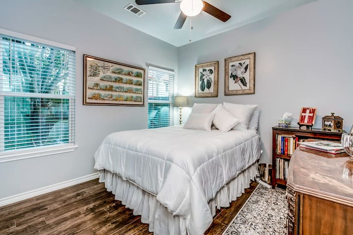~Charming Bungalow*Rice Military*Downtown*Galleria