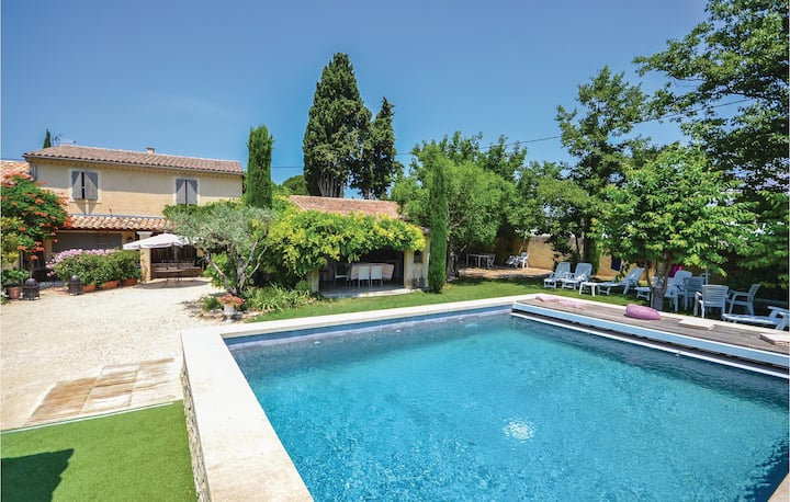 Stunning home in Loriol-Du-Comtat with WiFi and 3 Bedrooms
