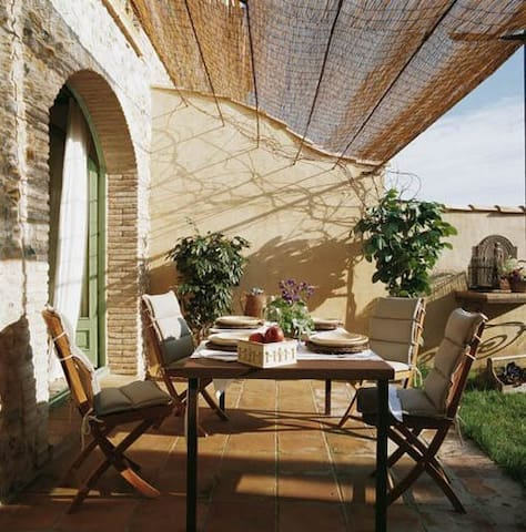 CAN TRAMUNTANA COUNTRY HOUSE IN ALT EMPORDÀ - Riumors