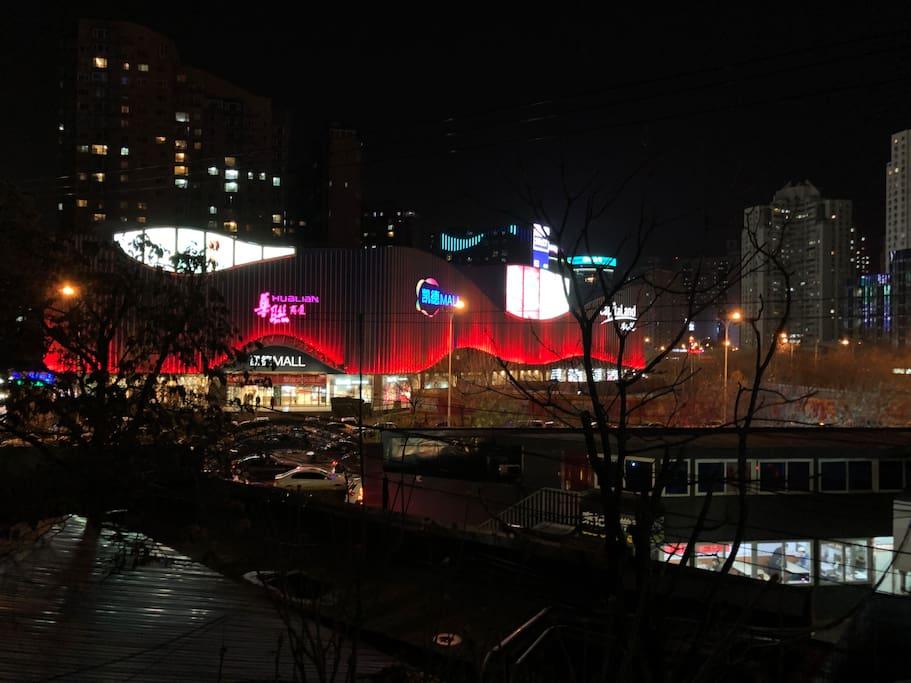 晚上的凯德mall