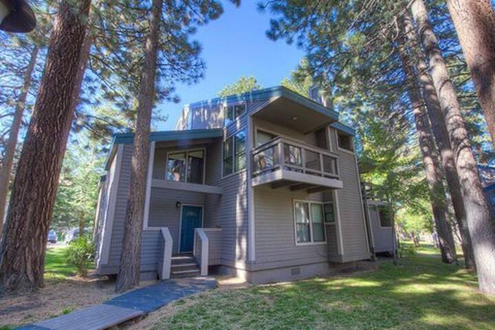 Beautiful Townhome in Lakeland - South Lake Tahoe - Condo