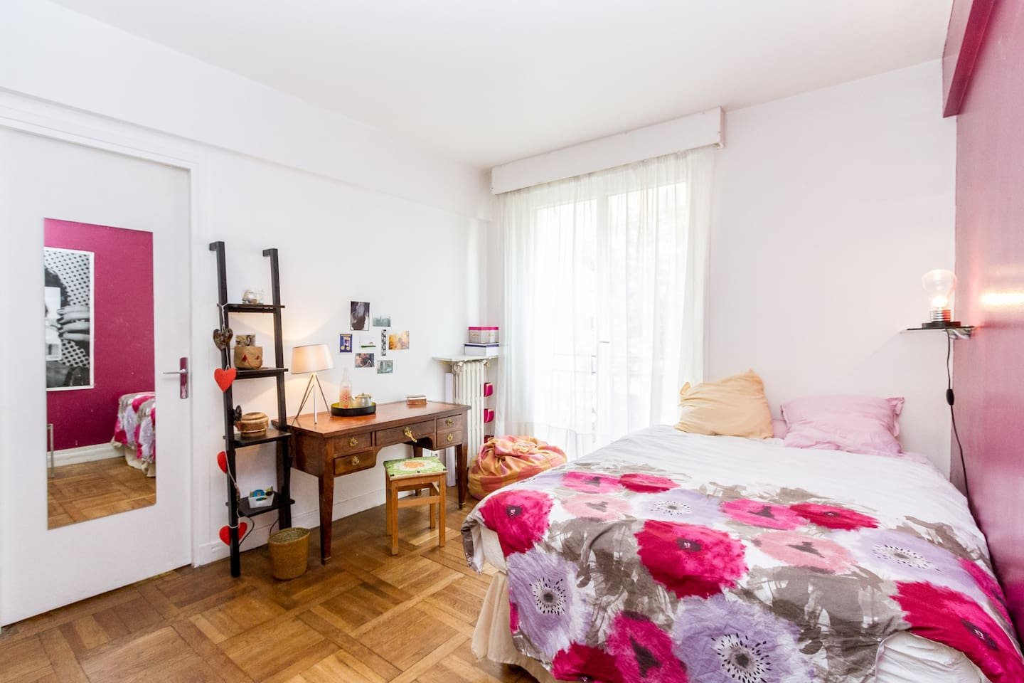 Quiet bedroom for two : relax after a big day exploring Paris !