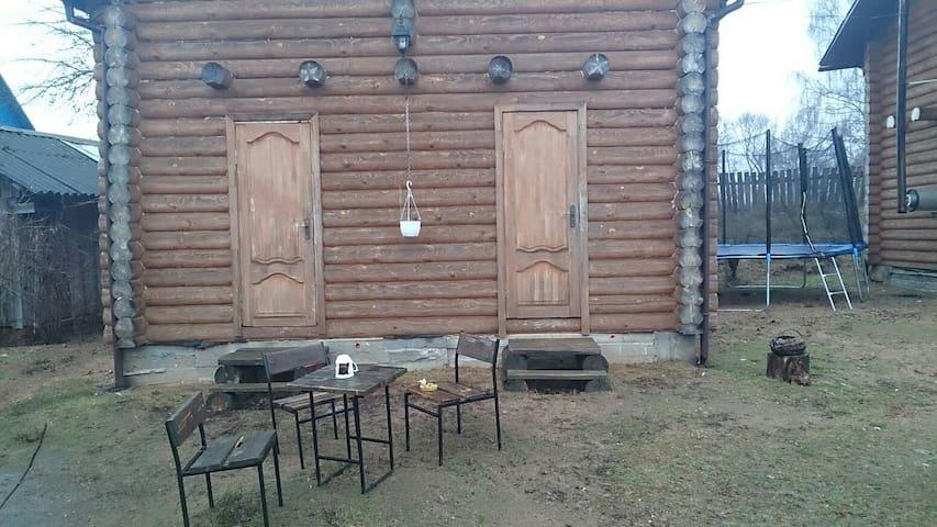 Полдома с отдельным входом - Zaslaŭje - Casa