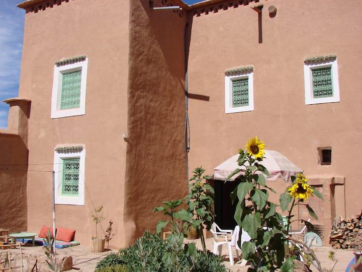 Maison à énergie solaire en pisé