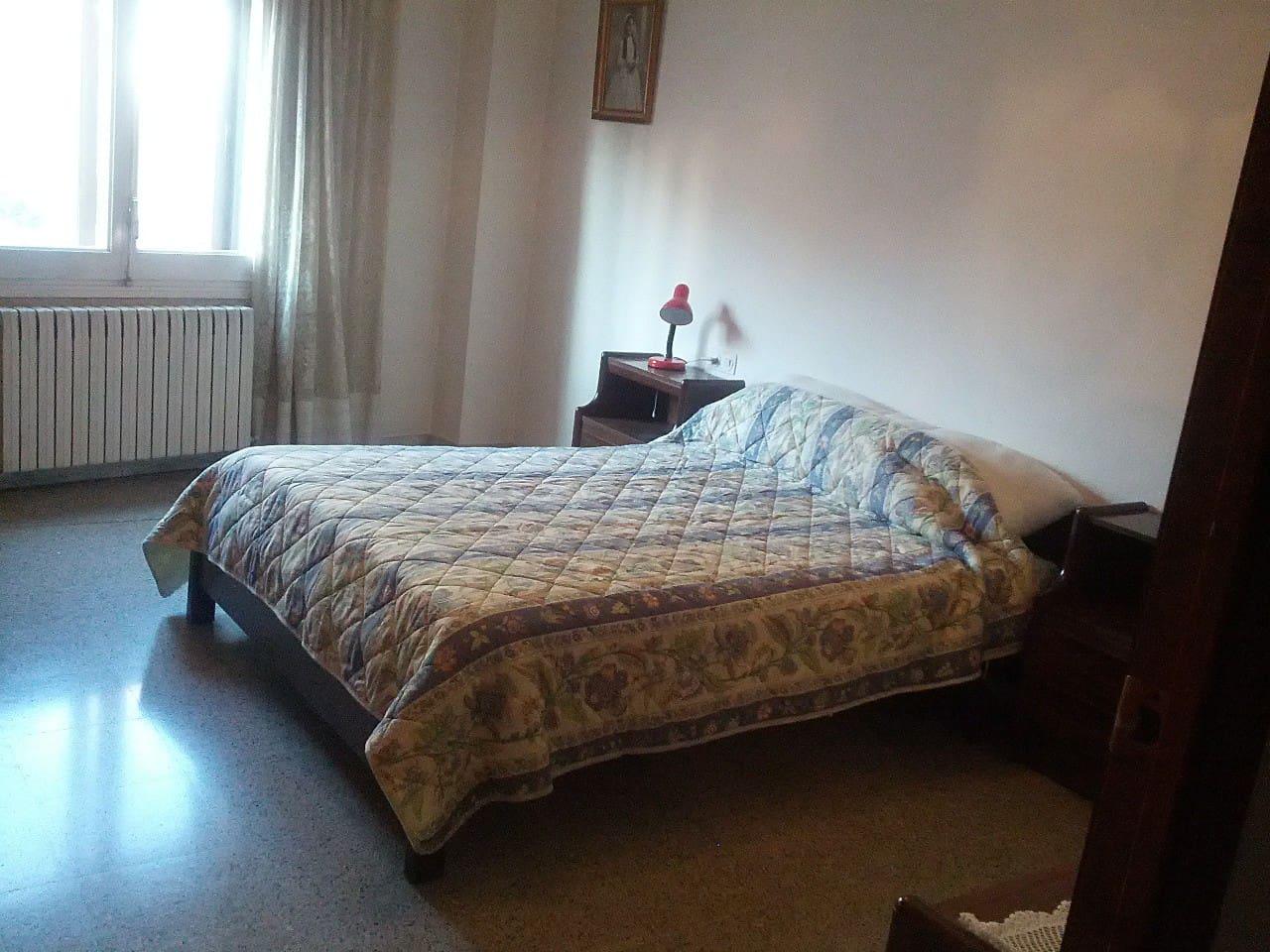 Bedroom with big Double bed / Habitación con amplia cama doble