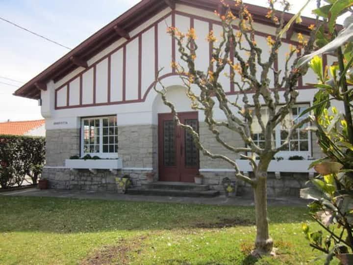 """Basque House close to """"la cote des Basques"""""""
