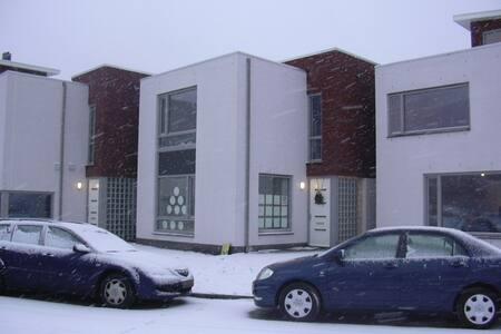 2e Room: Airport, internship, ASML - Veldhoven
