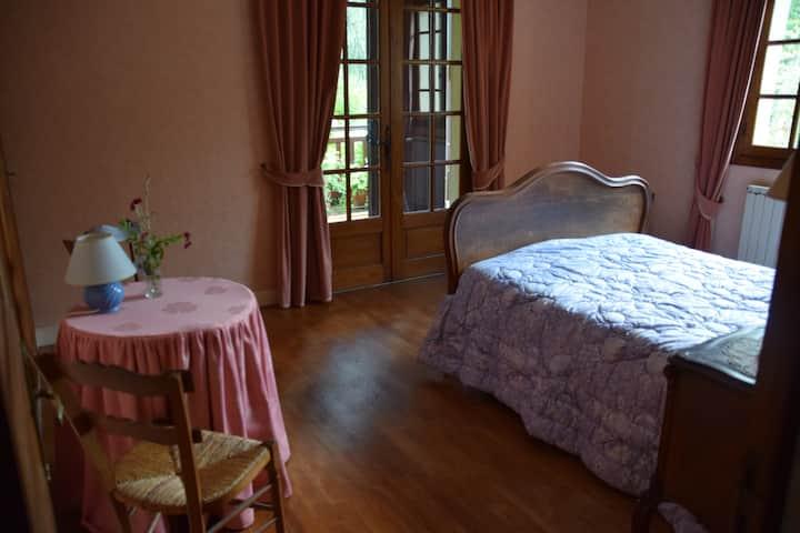 De roze kamer in het Gele Huis bij het Kasteel