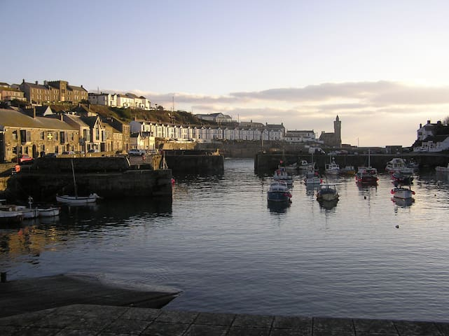 Stunning harbour views, award winning food - Porthleven - Bed & Breakfast