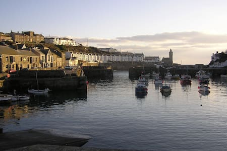 Stunning harbour views, great food - Porthleven - Inap sarapan